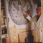André Strauss expliquant son tracé de vitrail