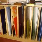 feuilles de verres stockées dans des casiers