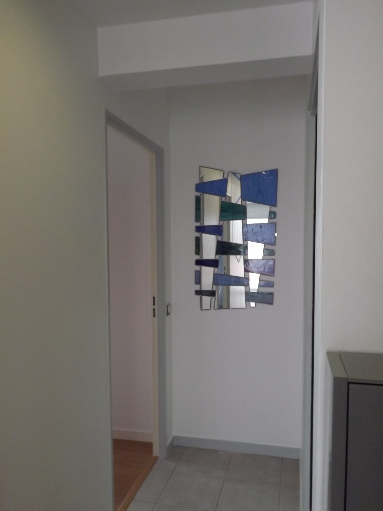 vitrail miroir contemporain bleu vitraux d 39 art vanessa. Black Bedroom Furniture Sets. Home Design Ideas