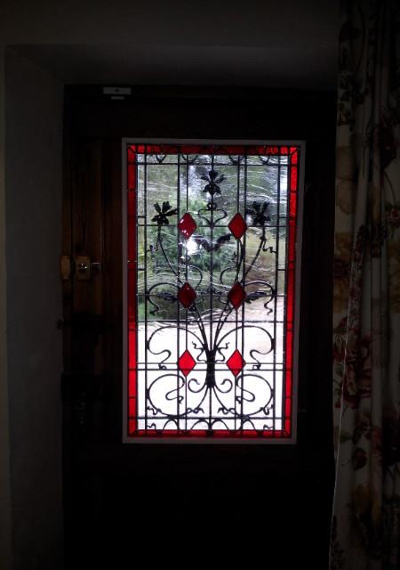 vitrail motif cabochons porte entr e avec fer forg. Black Bedroom Furniture Sets. Home Design Ideas