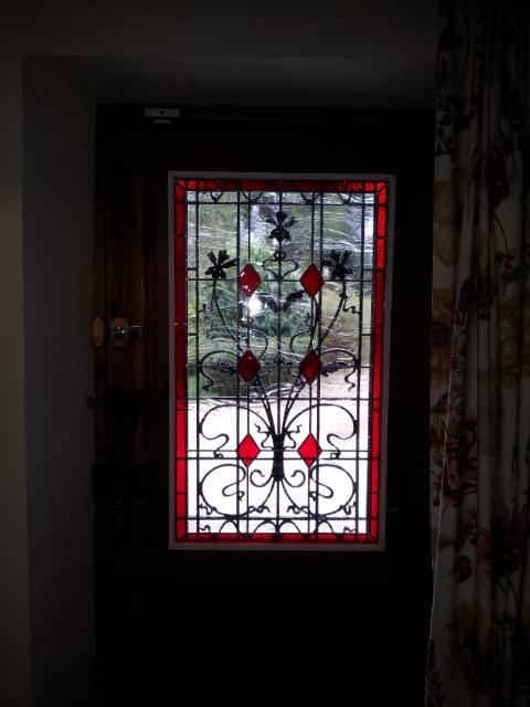 Vitrail motif cabochons porte d\'entrée avec fer forgé : Vitraux d ...