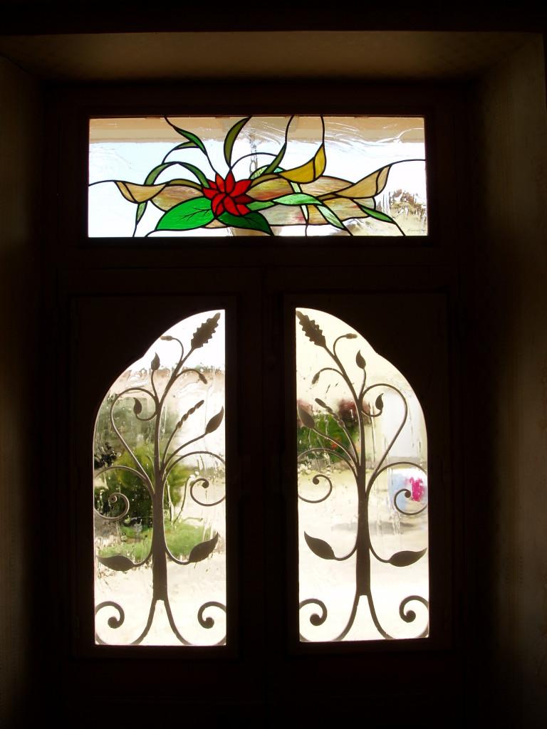 vitrail porte d entr e haut de porte et fer forg motif floral vitraux d 39 art vanessa dazelle