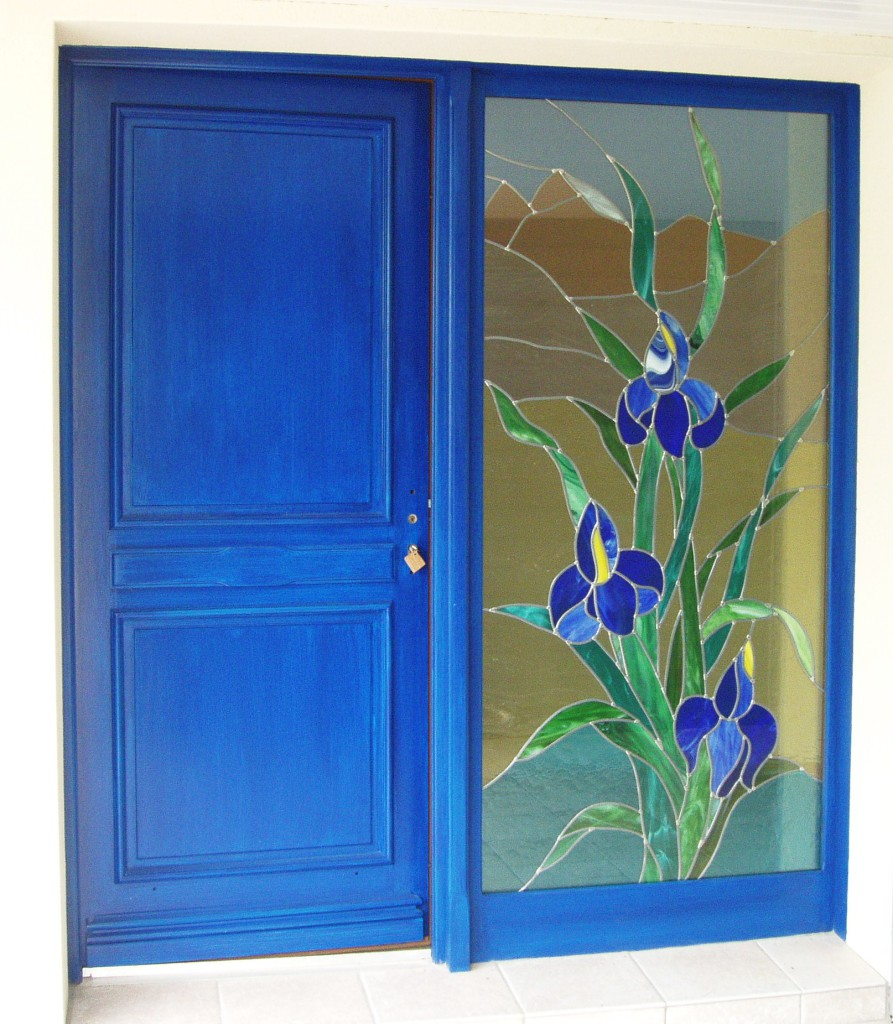Vitrail porte d entr e imposte fixe iris bleus vitraux d 39 art vanessa dazelle - Porte d entree avec vitrail ...